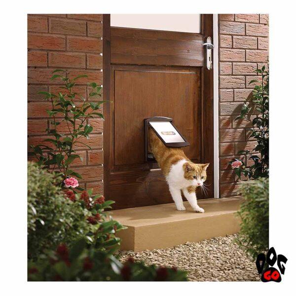 Дверь для собак CROCI (до 7 кг, коричневый пластик, 236x198мм)
